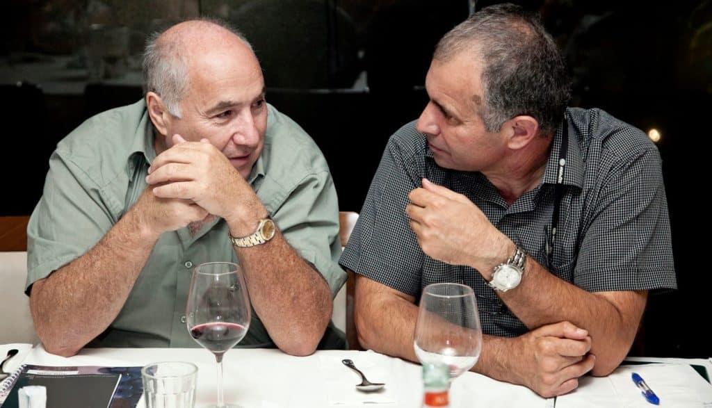 """יאיר קורן (משמאל) עם ד""""ר ארקדי פפיקיאן. צילום מדף הפייסבוק"""