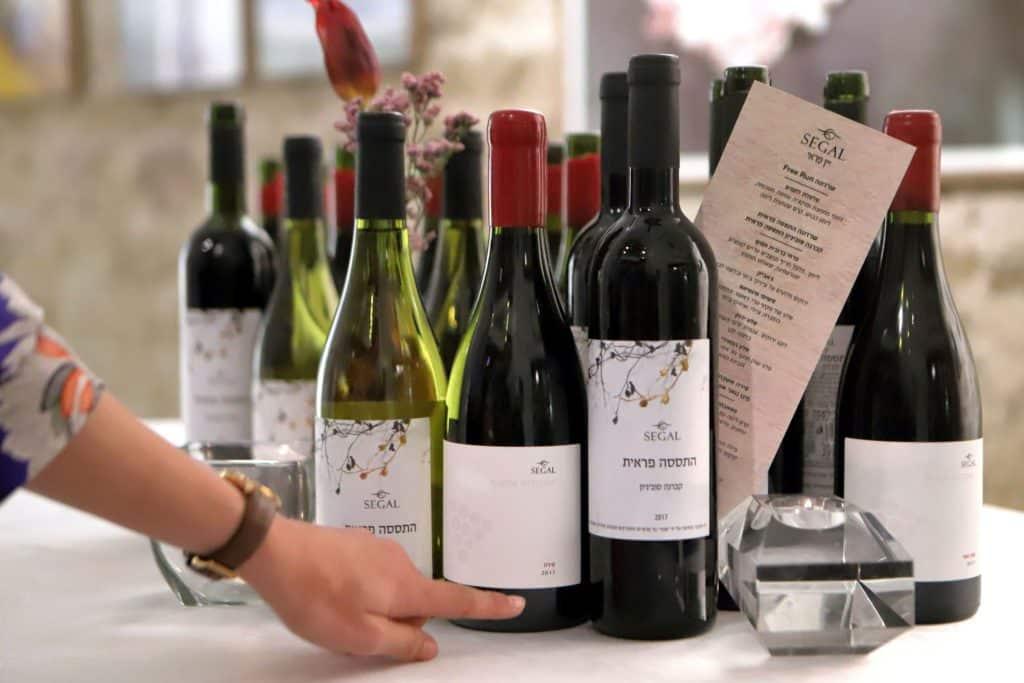 שתי סדרות חדשות של סגל היוצאות לקראת חג הפסח עם יינות שמחיריהם מסבירי פנים לקונים. צילום דוד סילברמן dpsimages