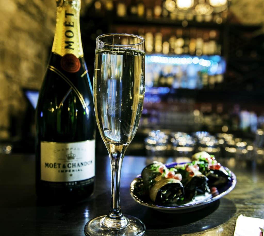 גלילות חציל ושמפניה - שילוב מקורי. צילום בר איילון