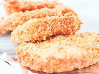 אופים במשך 10 דקות עד שפירורי הלחם מקבלים גוון זהוב עמוק ונעשים פריכים והדג מבושל לחלוטין. צילום ניר עצמון