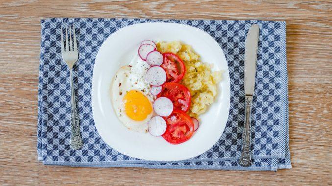 מחקרים מראים שלארוחת בוקר יש השפעה מהותית על התפקוד שלנו לאורך היום