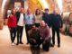 """חברי להקת התקווה 6 ביקב כרמל בזיכרון יעקב עם נדב ארנס מנכ""""ל היקב. צילום איל קרן"""