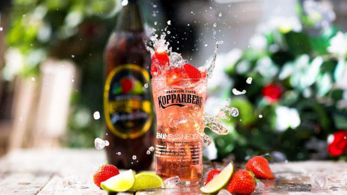 """סיידר קופרברג תות מבעבע מגיע בבקבוק גדול של 750 מ""""ל עם רמת אלכוהול גבוהה יותר של 7%"""