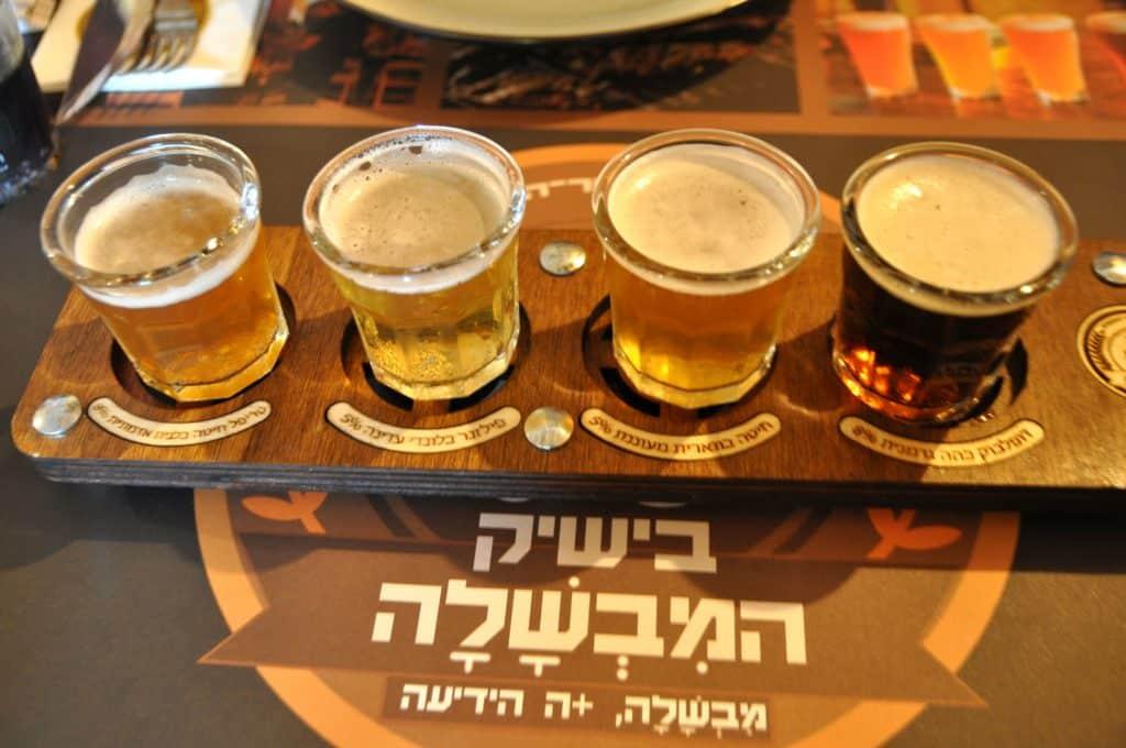בבישיק מגישים ארבעה סוגי בירה בסגנון גרמני. צילום איריס לוי