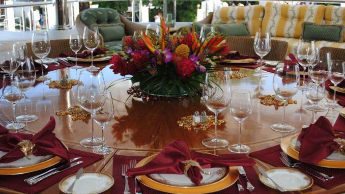 השולחן ערוך, ניחוחות האוכל מגיעים מהמטבח, ובליל הסדר היינות הם מהכוכבים הראשיים. אחרי הכל, ארבע כוסות הן לא עניין של מה בכך לישראלי הממוצע. צילום pixabay