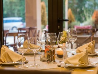 למה לאכול במסעדה? כי יש מגוון גדול של מנות ויש אווירה ואפשר לבוא עם המשפחה או חברים והכי חשוב לא לרחוץ כלים. צילום pixabay