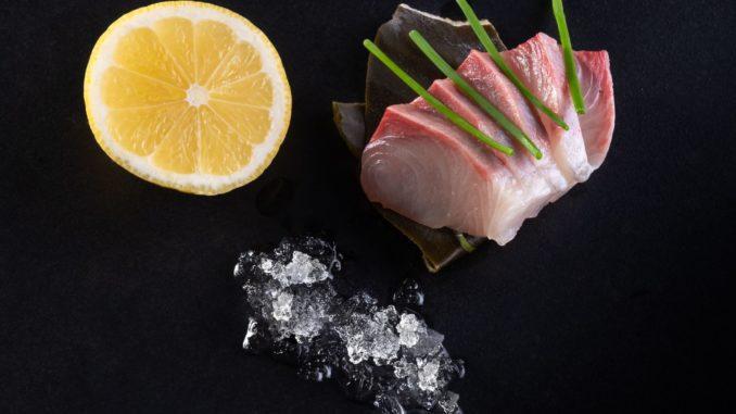 החתומים על התפריט הם השפים גלעד דבוש ואיליה בשס והוא כולל מגוון מנות מהמטבח היפני המסורתי לצד מטבח מודרני. צילום שי אפגין