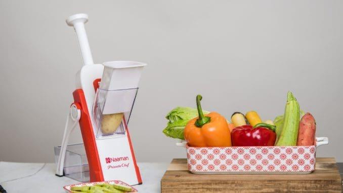 המוצר החדש של נעמן מנסה לעשות כמה דברים בבת אחת: לחתוך, לפרוס ולקצוץ ירקות ופירות, מבלי להחליף סכינים