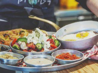 ארטישוק אוכל אמיתי מהשדה זה מטבח אורגני, מוצרים אורגנים, מעדניה אורגנית ואנשים אורגנים. צילום מדף הפייסבוק