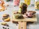 דיסקיות השוקולד מיוצרות עם תמציות וצבעים טבעיים התורמים למוצרים הנאפים טעם וצבע. צילום אמיר מנחם