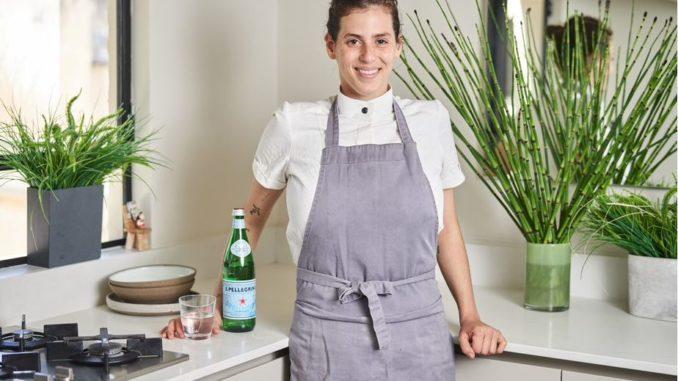 השפית שיראל ברגר הייתה הראשונה השנה שפתחה את ביתה לסועדים. בגיל 27 פתחה את מסעדת OPA שלה הנחשבת לאחת המבוקשות והמסקרנות בתל אביב. צילום אמיר מנחם