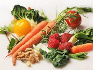 """הרבה ירקות ופירות בתפריט וד""""ר גלעדי מציעה לשלב טחינה כרכיב מזון דומיננטי. צילום pixabay"""