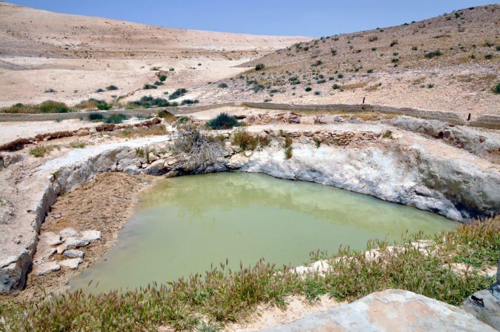 בור קירש במדבר. צילום איריס לוי