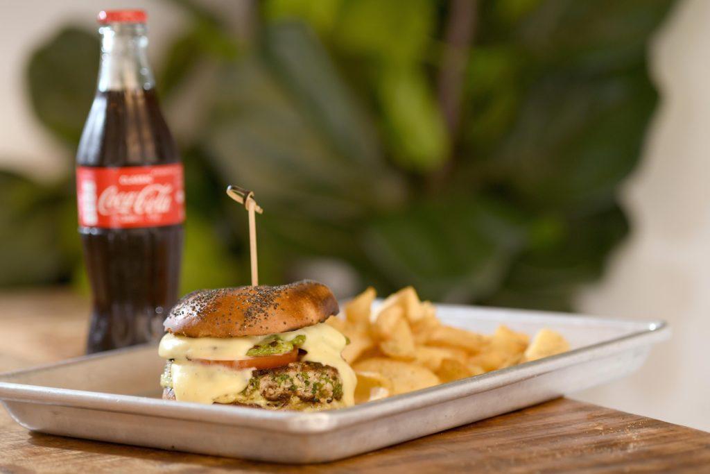 ההמבורגר של אוזריה. צילום רן בירן
