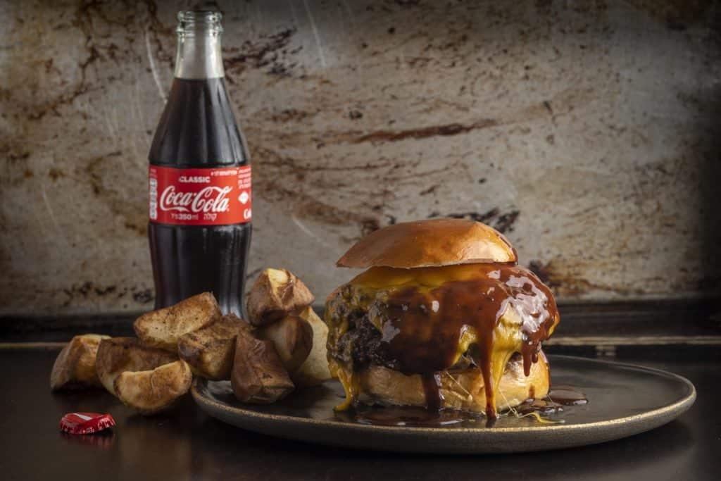ההמבורגר של NG. צילום אנטולי מיכאלו