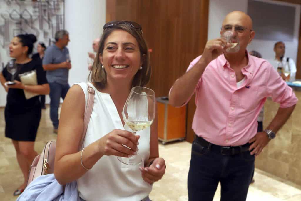 אילנית צמח (יועצת ליקבי בוטיק ולתיירות יין) ויואב ניסן כהן. צילום דוד סילברמן dpsimages
