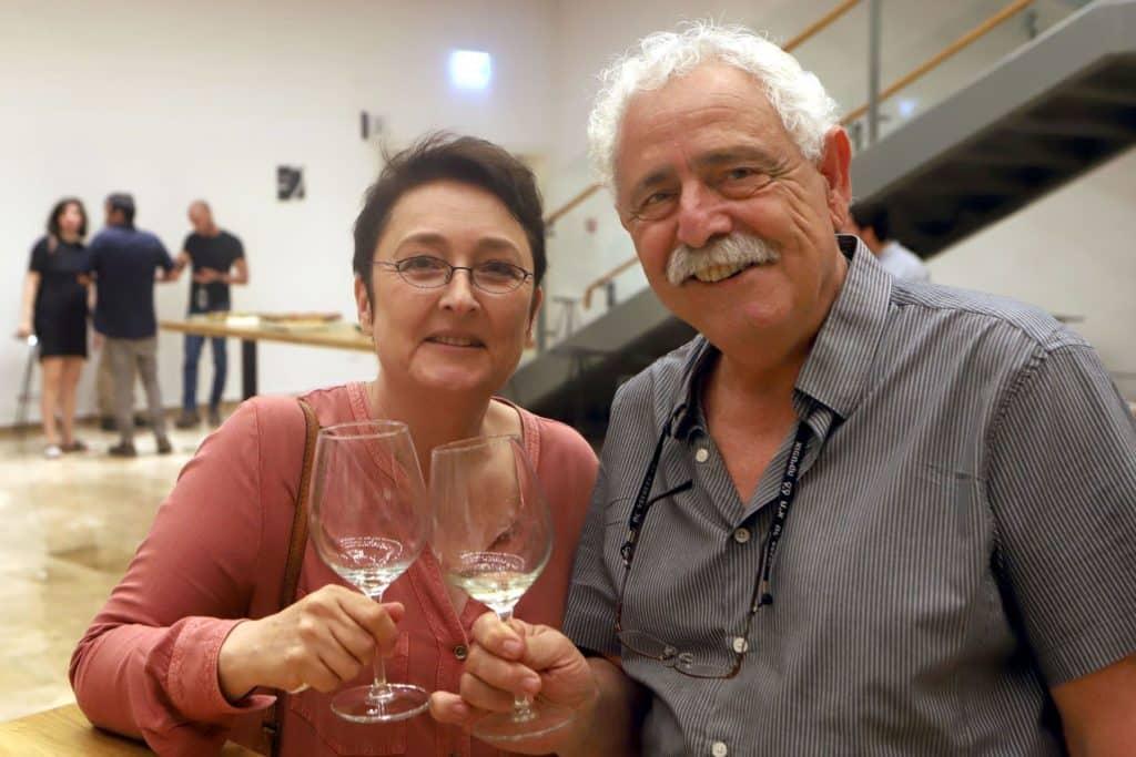 מיכאל אלפסי (יקב הר אודם) ואנה לפיד (כתבת יין). צילום דוד סילברמן dpsimages