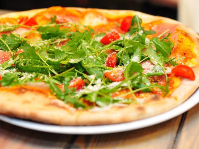 כאשר אנו חושבים על אוכל איטלקי אנו רואים בעיני רוחנו קודם כל פסטות עשויות מבצק שזה עתה לש השף האיטלקי ופיצות.