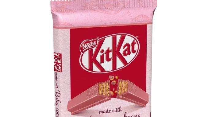 הכנת שוקולד רובי מתבצעת בתהליך המשחרר את הטעם והצבע הטבעיים שנמצאים בפולי הרובי, ללא תוספת חומרי טעם או צבעי מאכל. צילום עמית שטראוס