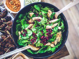 מומלץ לאכול את כל סוגי הירקות למעט עגבניות ולהתמקד בעיקר בברוקולי, כרוב, גזר, סלרי, מלפפונים, פטריות, קישואים ותפוחי אדמה לבנים