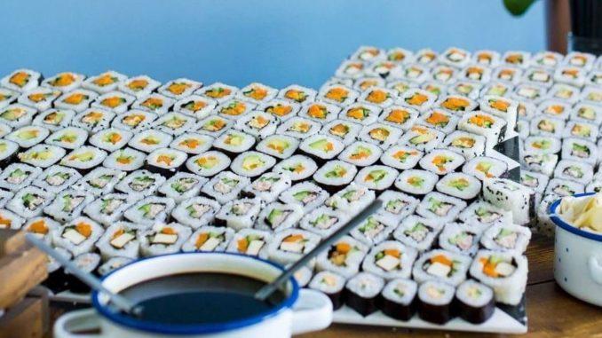 סוגי סושי הפופולריים בארץ: דגים – סלמון, טונה, הייק ולברק, אחריהם סושי צמחוני וטופו. צילום ממצויאמי