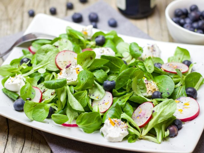 קייל, תרד, עלי סלק, חסה, ארוגולה ועלים ירוקים אחרים מסייעים בהפחתת הכולסטרול, משפרים את האנרגיה, שומרים על בריאות העיניים ומרפאים דלקות