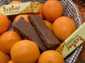 כחלק מהמגמה של שמירה על הסביבה פותח חטיף שעשוי מקליפות התפוזים אותן זורקות חברות המשקאות לפח. צילום דרור מילר