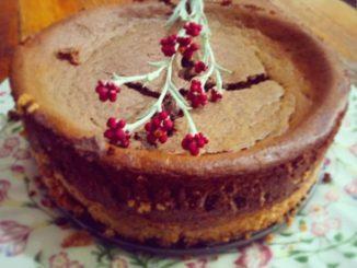 מצננים את העוגה בטמפרטורת החדר ושומרים אותה במקרר כשהיא עטופה היטב. צילום אבי דולב