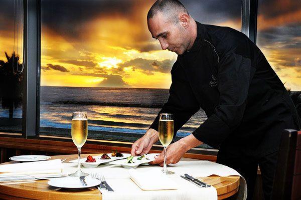 שקיעה במסעדת אוליב ליף במלון שרתון. צילום יולה זובריצקי