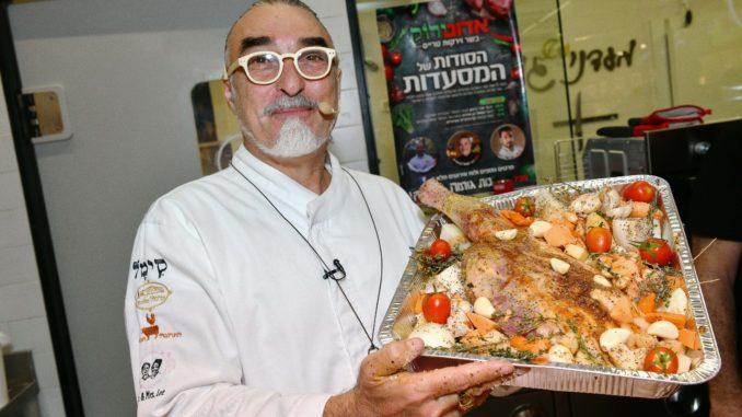 שף שאול בן אדרת מגלה סודות. צילום ישראל הדרי