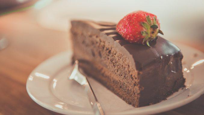 בוחרים מתכון מבין האפשרויות הבאות של עוגות שוקולד משובחות