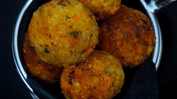 טגנו את הכדורים במחבת עם שמן זית או אפו בתנור עד שיקבלו צבע חום מוזהב
