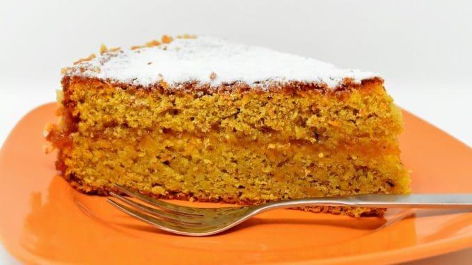 מורחים את הזיגוג על העוגה בחלק העליון. רצוי לשמור את העוגה במקרר. צילום pixabay