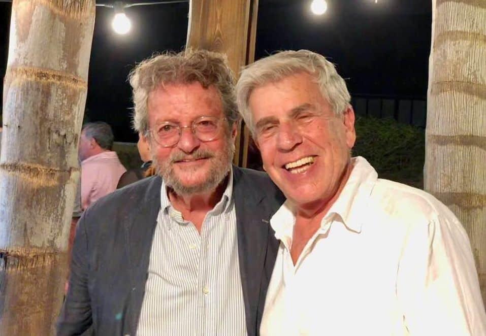 תמונת העשור: שני פורצי הדרך - אלי בן זקן מיקב קסטל ויאיר מרגלית מיקב מרגלית. כל אחד מהם בדרכו ועל פי פילוסופיית העולם שלו העניק לענף את היסודות המוצקים; עמודי הבטון שעליהם נשענת תעשיית היין הישראלית. צילום רן בירון