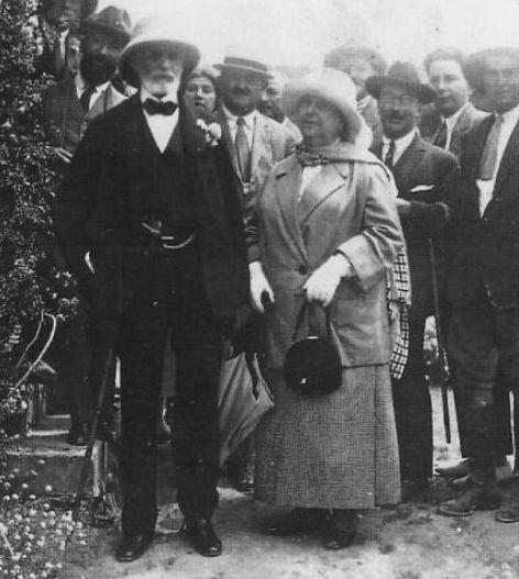 ביקור הברון אדמונד דה רוטשילד והברונית אדלהייד בארץ ישראל ב- 1887 – התחלת חלום תעשיית היין של היום. צילום מאתר יקב בת שלמה