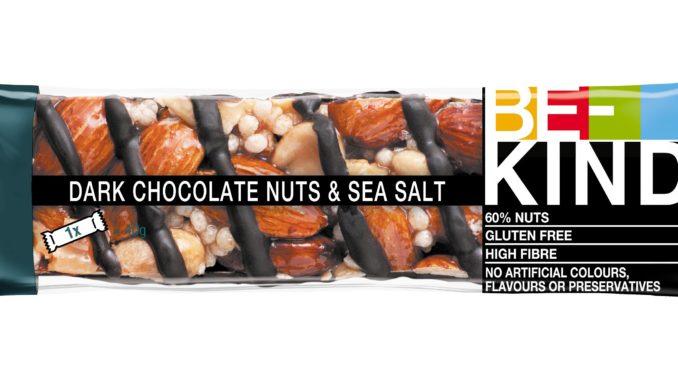 חטיפי BE-KIND עשויים מאגוזים ושקדים שלמים ומכילים פירות ללא גלוטן וללא חומרים משמרים וצבעי מאכל