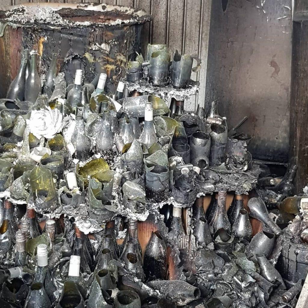 אוסטרליה נשרפת וגם הבקבוקים ביקב. צילום מדף הפייסבוק של James Edward Tilbrook הבעלים של Tilbrook Estate