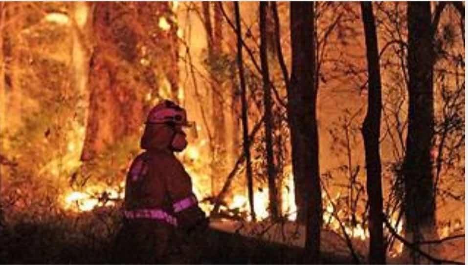 אוסטרליה נשרפת. צילום מדף הפייסבוק של James Edward Tilbrook הבעלים של Tilbrook Estate