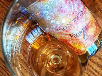 צילום יין כאמנות: בקבוק, תווית וכוס יכולים לפעמים להפוך למשהו אחר. צילום דוד סילברמן dpsimages