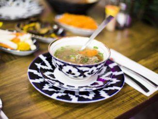 במסעדת ראיחונה באשדוד יהיה ניתן להזמין שורפה – מרק כבש בוכרי. צילום Funia - social groove