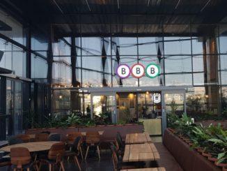 קבוצת BBB מצטרפת לבתי קפה ומסעדות רבות ברחבי העולם במלחמה בזיהום הנוצר משימוש במוצרים שאינם מתכלים. בתמונה מסעדת BBB בירכא. צילום אסף לוי