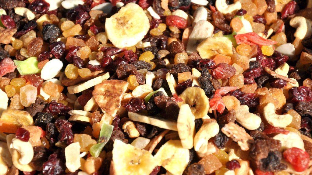 עם איבוד תכולת המים הופכים הפירות היבשים למזון-על ופצצות אנרגיה המכילות חומרים מזינים מרוכזים. צילום pixabay