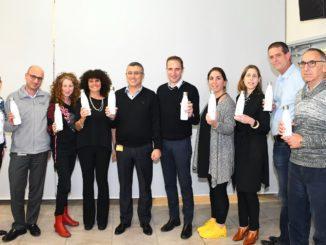 התוכנית הושקה בכנס הנהלה של קבוצת נסטלה אסם במסגרתו קיבלו מנהלי ועובדי המטה בקבוקי מים רב פעמיים וספלים אישיים עם שמותיהם מוטבעים עליהם. צילום אביב חופי