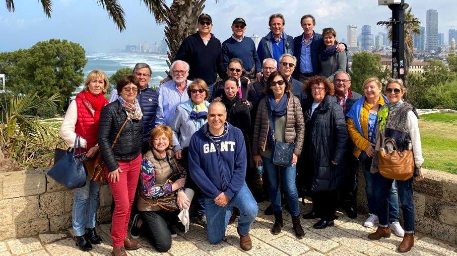 חברי קבוצת סנט אמיליון בתל אביב. בחזית באמצע – אילן חסון. צילום אפרת בן אפריים