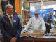 שגריר צרפת בישראל אריק דנון בסדנה עם השף ג'וזף ויולה. צילום איריס לוי