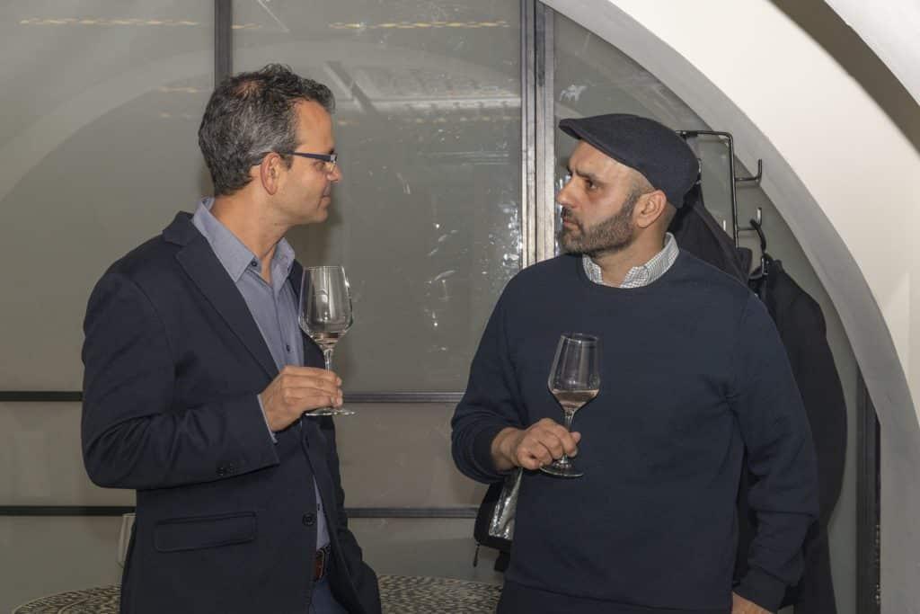 """יניב ענבר מנכ""""ל יקב רקנאטי עם היינן הראשי קובי ארביב. צילום איל גוטמן"""
