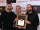 איתמר לוזר מנהל תחום היין במסעדת יפו תל אביב עם מארגני התחרות גלי וולוצקי ואיתי גלייטמן. צילום דוד סילברמן dpsimages